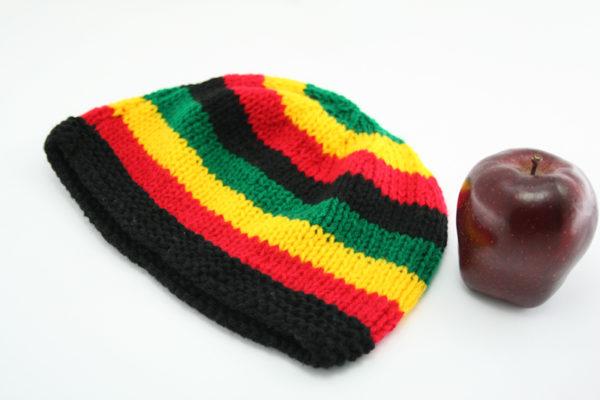 Bonnet Court Bandes Larges Vertes Jaunes Rouges Noires