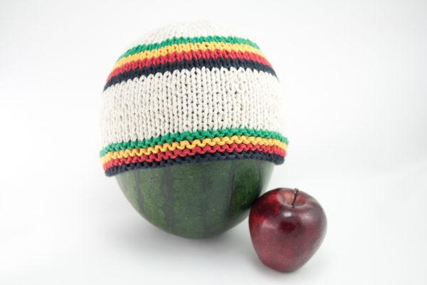 Bonnet Rasta Court Tricot Blanc avec Bandes Vert Jaune Rouge et Noir