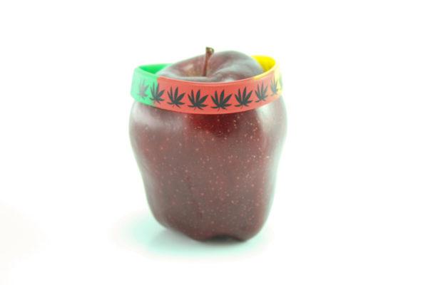 Bracelet PVC Rasta Vert Jaune Rouge Feuilles Cannabis Noires
