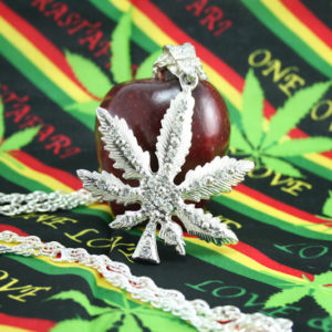 Collier Pendentif Cannabis Grande Taille