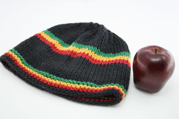 Bonnet Noir Court Bandes Frontales et Milieu Vertes Jaunes Rouges