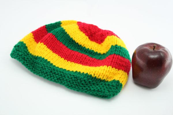 Bonnet Court Bandes Larges Rouges Vertes Jaunes