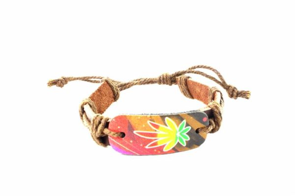 Bracelet Cuir Marron Feuille Cannabis Vert Jaune Rouge